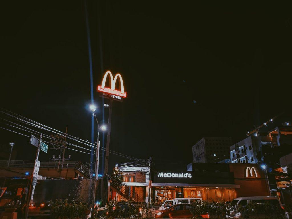 mcdonalds-at-night